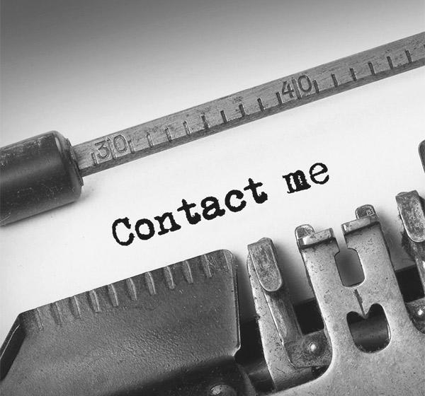 <span>Contact Me</span><i>→</i>